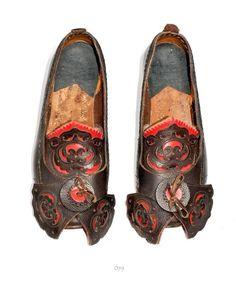 Øyresko from Telemark, IngridBunad Dillekås Adelsøn, via Magasinet BUNAD Folk Clothing, Folklore, Norway, Cowboy Boots, Aesthetics, Slippers, Europe, Socks, Costumes