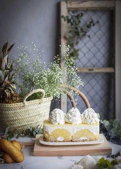 Uno de los sabores más refrescantes que podemos tomar en época de calor es el de la piña. Con ella podemos preparar riquísimos postres, como esta tarta sin horno piña y sobaos, una auténtica delicia de sabor fresco y delicado. Fresco, Desserts, Instagram, Gastronomia, Sun, Pineapple Pie, Cake Recipes, Yogurt, Sweet Recipes