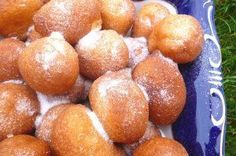 This simple dough turns into feather-light doughnuts without kneading, raising and spreading. Also, these doughnuts don't drip oil, … Hungarian Desserts, Hungarian Recipes, Delicious Desserts, Yummy Food, Good Food, Cake Recipes, Dessert Recipes, Sweet Cookies, Gastronomia