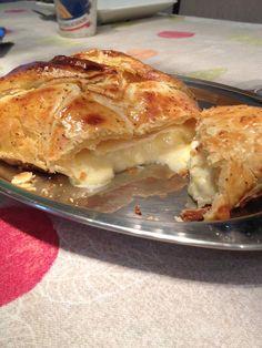 Folhado de queijo brie
