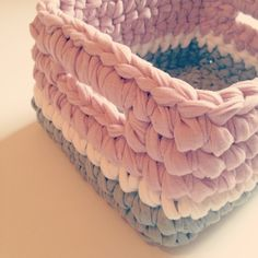 Haciendo ojos | Blog Knitting Crochet Box, Crochet Basket Pattern, Knit Crochet, Crochet Patterns, Yarn Projects, Crochet Projects, Sweet Home Design, Cotton Cord, Crochet T Shirts