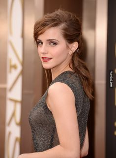 Every girl know if emma give me a little chance i will go running, no hard feelings. The Beautiful Emma Watson at the 2014 Oscars