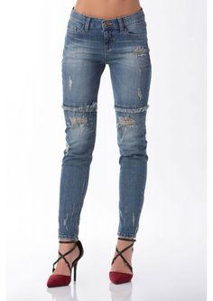 A cool pair of boyfriend jeans that are cozy and stylish. Has layered raw hem tirmming down the f...