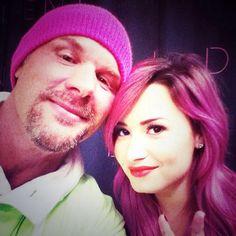 demi lovato selfie with fan