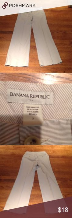 Banana Republic wide leg pants Wide leg pants in a cream stripe. 98% cotton,2% elastan. Excellent condition with the exception of a tiny little pink spot on upper right leg (shown in picture). Lying flat, bottom of pants is 11 inches across. Banana Republic Pants Wide Leg
