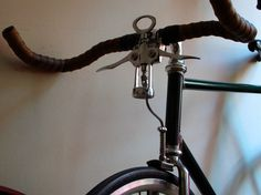 Beyond the pale . . . Corkscrew as brake lever, awesome.