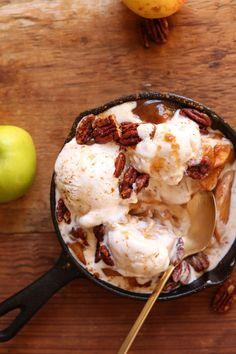 NATURALLY SWEETENED Apple Pie Sundaes! Tender cinnamon apples with Coconut Ice Cream & Toasty Pecans! #vegan #apple