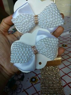 Discover thousands of images about Beaded hair bows Mais Ribbon Hair Bows, Diy Hair Bows, Diy Bow, Diy Lace Ribbon Flowers, Fabric Flowers, Ribbon Crafts, Fabric Crafts, Fancy Bows, Boutique Hair Bows