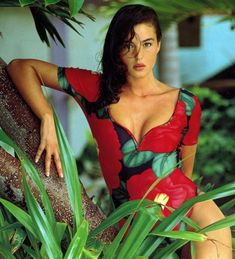 Icon of Italy: 40 Stunning Photos of Young Monica Bellucci in the ~. - Lovas Robert -Beauty Icon of Italy: 40 Stunning Photos of Young Monica Bellucci in the ~. Monica Bellucci Fotos, Monica Bellucci Joven, Monica Bellucci Young, Monica Belluci Malena, Most Beautiful Women, Beautiful People, Divas, Estelle Lefébure, Bond Girls
