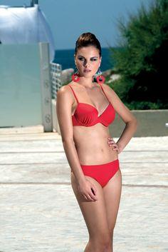 #modamare #moda #swimwear #holiday #mare #beach #fashion #tendenzemoda #summer #fresh #cold #hotsummer #costumidabagno #madeinItaly #positano #Italy #Capri #CostieraStyle #style #trends #Naples #portrose #italia #modaitaliana #rosso