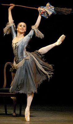 Royal Ballet's Cinderella - Marianela Nuñez Royal Ballet, Jean Giraud, Ballerina Dancing, Ballet Dancers, Shall We Dance, Just Dance, Boris Vallejo, Ballet Costumes, Dance Costumes