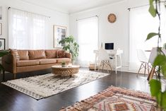 Welcome to your first apartment. This comprehensive list lays out the basics along with a few luxuries — think of this as an inventory of your need-to-haves and nice-to-haves. Here's how to do adulting like a boss. Dark Floor Living Room, Boho Living Room, Living Room Decor, Living Room White Walls, White Wall Bedroom, White Bedroom Furniture, Living Room Furniture, Interior Modern, Home Interior