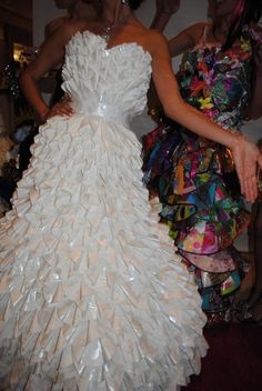 News: Models Swallowed by Origami Paper Fashion, Origami Fashion, Fashion Art, Fashion Show, Fashion Ideas, Crazy Dresses, Flower Girl Dresses, Mode Origami, Couture Dresses