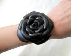 Leather flowers bracelet. Leather floral corsage di julishland