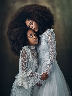 Sister love Creative Portraits, Studio Portraits, Family Portraits, Family Posing, Mother Daughter Poses, Mother Daughter Photography, Fine Art Photography, Family Photography, Portrait Photography