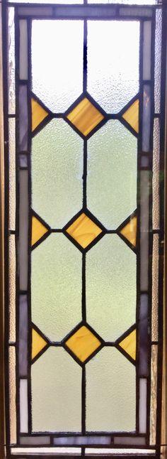 Makuuhuoneen ikkuna Tiffanytyönä