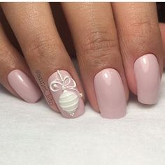 Beautiful ornament nail design by @daryanails_inspiration