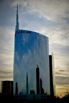 Panorami e riflessi #unicredit #unicreditower #pintower #torreunicredit #gaeaulenti #portanuova #garibaldi #isola #pinterest