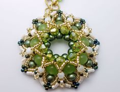 "Part I of the full tutorial ""Elda Pendant"". Original scheme: http://ewagyongyosvilaga.blogspot.com/2011/09/elda-medal-minta-elda-pendant-pattern.html Blog: h..."