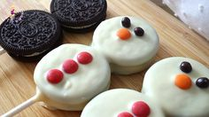 Recipes_for_Navidad_Doll_Muffins - Noel Xmas Food, Christmas Desserts, Christmas Treats, Holiday Treats, Holiday Recipes, Oreo Pops, Holiday Baking, Christmas Baking, Frozen Birthday Decorations