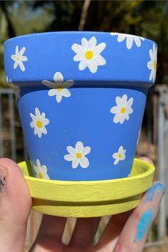 Flower Pot Art, Flower Pot Design, Flower Pot Crafts, Clay Pot Crafts, Diy Clay, Clay Pot Projects, Clay Flower Pots, Diy Projects, Painted Plant Pots