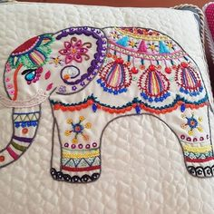 Quilting Designs, Embroidery Designs, Elefante Hindu, Mandala, Indian Quilt, Mexican Embroidery, Game Logo, Diy And Crafts, Quilts