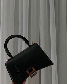 Fashion Handbags, Purses And Handbags, Fashion Bags, Accesorios Casual, Cute Bags, Luxury Bags, Hermes Kelly, Luxury Branding, Shoe Bag