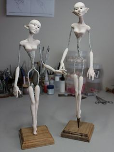 Esqueletos semi modelados para figuras de duendes hermosas