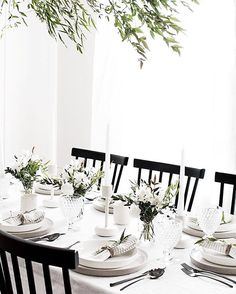 Table Scaping For Thanksgiving? Get 8 Different Ideas On The Blog Today! 🦃