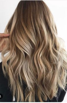 Are you going to balayage hair for the first time and know nothing about this technique? We've gathered everything you need to know about balayage, check! Brown Blonde Hair, Light Brown Hair, Blonde Balayage Long Hair, Blonde Wig, Balayage Hair Honey, Full Balayage, Sandy Blonde Hair, Soft Balayage, Fall Blonde
