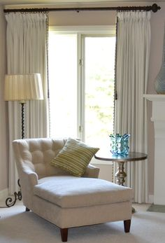 master bedroom chaise front bay window home cor classy lounge chairs for your bedrooms design lover Chaise Lounge Bedroom, Bedroom Seating, Bedroom Chair, Home Bedroom, Master Bedroom, Bedroom Decor, Lounge Chairs, Bedroom Furniture, Bedroom Ideas