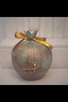 Rustic Christmas, Christmas Bulbs, Dyi Crafts, Pomegranates, Money Box, Decoupage, Holiday Decor, Life, Clay