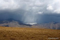 Burza maluje góry. Tuszetia Gruzja.