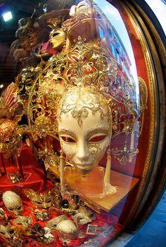 Mask / masquerade