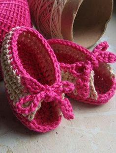 This site has very detailed pics & graphics on how to crochet this beautiful babygirl shoes