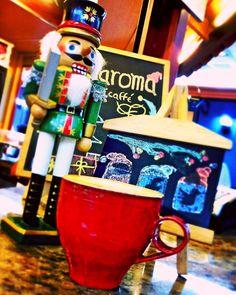 A R O M A  D I  C A F F É   Viernes por la tarde es sinónimo de compartir y disfrutar.  Vive un cálido momento y deléitate con el suave sabor del mejor café.  En: #AromaDiCaffé  .  #MomentosAroma #SaboresAroma #ExperienciaAroma #Caracas #MejoresMomentos #Amistad #Compartir #Café #CaféVenezolano #Capuccino #LatteArt #Coffee #CoffeePic #CoffeeLovers #CoffeeCake #CoffeeTime #CoffeeBreak #CoffeeAddicts #CoffeeHeart #InstaPic #InstaMoments #InstaCoffee #Navidad #Cascanueces #Christmas Visítanos…