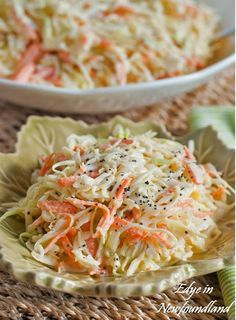 Möhrenkraut Salat - The Best Coleslaw- just made this for a picnic, really good dressing recipe, my new favorite! Yummy Coleslaw Recipe, Coleslaw Recipes, Kfc Coleslaw, Creamy Coleslaw, Recipe Pasta, Best Dressing Recipe, Newfoundland Recipes, Great Recipes, Vegetarian Recipes
