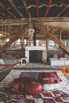 Party lounge with rugs and poufs. This would be neat in the loft of a barn! Interior Flat, Interior Exterior, Sala Oriental, Style At Home, Deco Boheme, House Goals, Bohemian Decor, Bohemian Weddings, Bohemian Homes