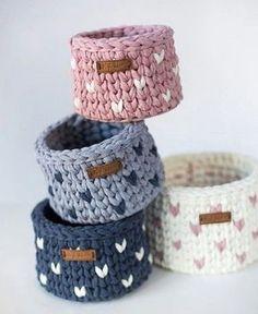 Crochet basket 363032419953161540 - Pletený náramek Source by Crochet Home, Crochet Gifts, Diy Crochet, Crochet Baby, Crochet Basket Pattern, Knit Basket, Owl Basket, Crochet Baskets, Crochet Motifs