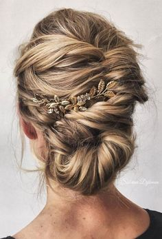 92 Drop-Dead Gorgeous Wedding Hairstyles For Every Bride To Be Beautiful wedding updo hairstyle ,messy updo wedding hairstyles ,chignon , braided updo hairstyles ,bridal updo Messy Wedding Updo, Messy Updo, Hairstyle Wedding, Messy Buns, Curled Hair Updo, Romantic Wedding Hairstyles, Low Bridal Updo, Bridal Hair Updo Loose, Soft Wedding Hair
