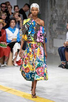 Marni Spring 2020 Ready-to-Wear Fashion Show - Vogue Fashion Week, Fashion 2020, Runway Fashion, Spring Fashion, Womens Fashion, Fashion Trends, Milan Fashion, Fashion Pants, 90s Fashion