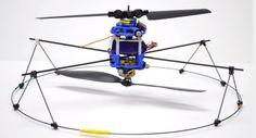 Two-motors MAV任何產品想要尋求創新突破,在設計上不外往兩個極端走:一種是往更精密、更複雜、功能更完備齊全的高端高價市場開發,另一種則是反其道而行,致力讓結構更精簡、成本更低廉,更容易大量生產與普及化,至於功能上只要能夠達到該產品的基本需求即可——機器人與飛行器的設計也不例外。   之前我們曾經介紹過許多功能益發精巧的四旋翼與無人機,但是,當微飛行器(micro air vehicle,簡稱 MAV)的尺寸規格不斷縮小,對於其精準操控及預算管制的要求卻又持續提高的情況下,有沒有能夠大幅降低成本、以簡馭繁,卻仍然能夠達到基本操控及平穩飛行成效的好設計呢?   近期美國賓州大學 Modular Robotics Laboratory (ModLab) 實驗室提出了一種創新的微飛行器模型:機體單單使用兩個簡單的致動器馬達、兩架螺旋槳,就能讓它在操控下任意旋轉起降、平穩飛行,克服了以往遙控直升機與四旋翼都需要大量馬達與複雜伺服系統連結的成本問題。…
