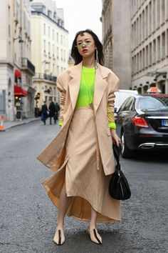 Super Womens Fashion Night Out Trench Coats Ideas Casual Winter Outfits, Neon Outfits, Stylish Dress Designs, Trends, Japan Fashion, Couture, Street Style Women, Ideias Fashion, Chic