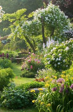 40 inspirations pour un jardin anglais Perfect! Andre Eve Garden France photo by Clive Nichols The post 40 inspirations pour un jardin anglais appeared first on Garden Easy. The Secret Garden, Secret Gardens, Garden Cottage, Garden Nook, Garden Kids, Plantation, Garden Spaces, Garden Planters, Dream Garden