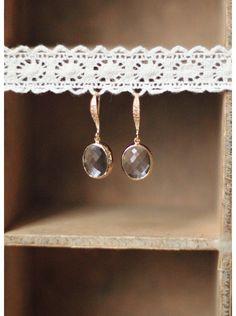La pureté de ces boucles d'oreilles de mariée mettra en valeur vos oreilles le grand jour venu...