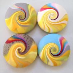 I've been experimenting again. These are to represent sunshine & rainbows. Seashell Painting, Pebble Painting, Pebble Art, Stone Painting, Rock Crafts, Clay Crafts, Diy And Crafts, Arts And Crafts, Painted Rocks Craft