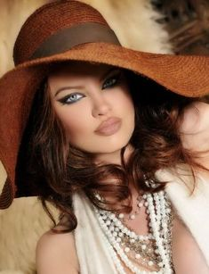 Glamour make-up 5 Beautiful Eyes, Beautiful Women, Amazing Eyes, Simply Beautiful, Fancy Hats, Glamour, Love Hat, Mode Style, Hats For Women