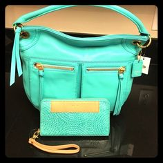 NWT Fossil karli dragonfly purse and clutch Beautiful Purse, never used. Brand new. Deal includes de clutch in the same color and brand. MSRP for the Purse $248 and for the clutch $80. That's a savings of more than $120!!! Color: Turquoise Fossil Bags Totes