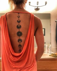 Gorgeous Abstract Spine Tattoo in Black Scary Tattoos, Funny Tattoos, Body Art Tattoos, New Tattoos, Tatoos, Spine Tattoos For Women, Tattoos For Kids, Moon Cycle Tattoo, Chakra Tattoo