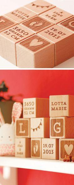 Personalisierbares Geschenk für frische Eltern: Holzwürfel mit individueller Gravur / wooden cubes as gift idea for as birthday gift for newborns, customizable gift idea #christmas made by Avie Art via DaWanda.com
